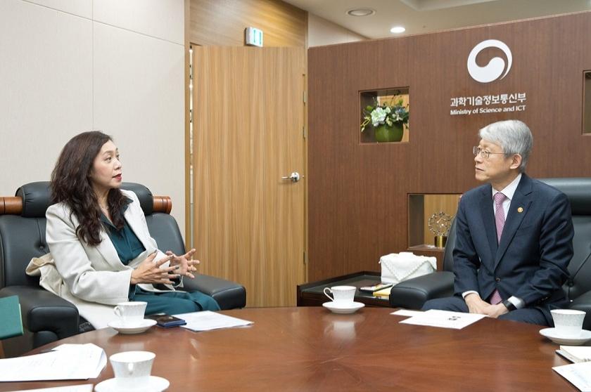 과기정통부 최기영 장관-유정아 한국IPTV방송협회장 면담